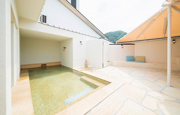 湯郷温泉旅館 季譜の里 女性露天風呂(紅梅の湯)