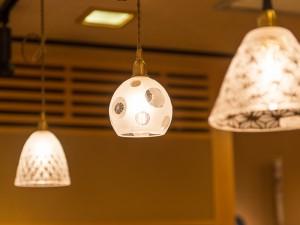 平井睦美さんのガラスのランプ