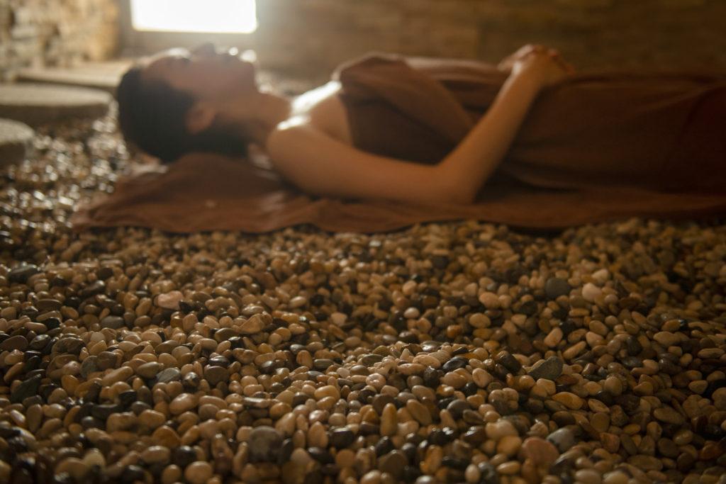 「薬石蒸風呂」一般的には湯治サウナ、釜サウナ、ルフロ等とも呼ばれる。
